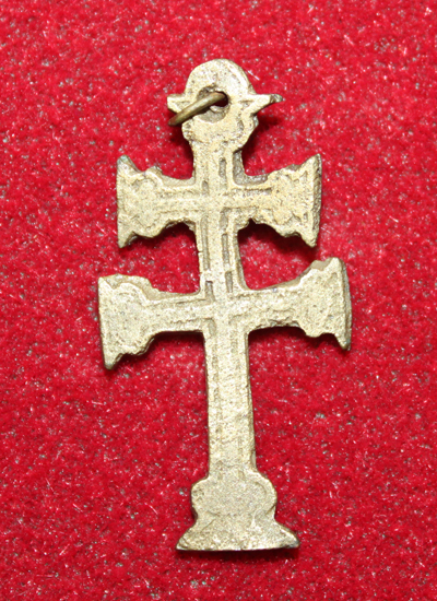 This Cross of Lorraine was excavated at the site of Fort Frontenac. Originating in the northeast of France, this double barred cross was associated with the ARchbishop of the Roman Catholic Church, the Knights of Templar, and the Dukes of Anjou. It is made from copper alloy and only measures 3.5 cm long.